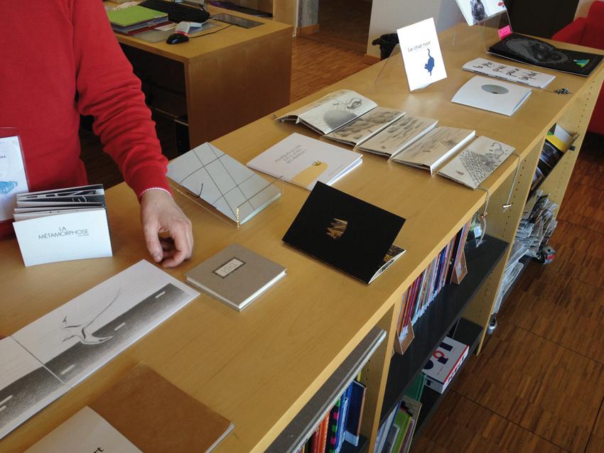 Présentation des ouvrages à la bibliothèque de l'école.