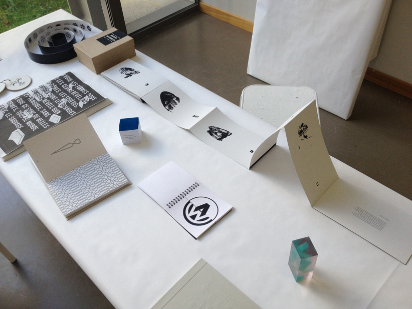 """""""Atlas des signes"""", cours de typographie de Jean-Baptiste Levée, troisième année design graphique."""