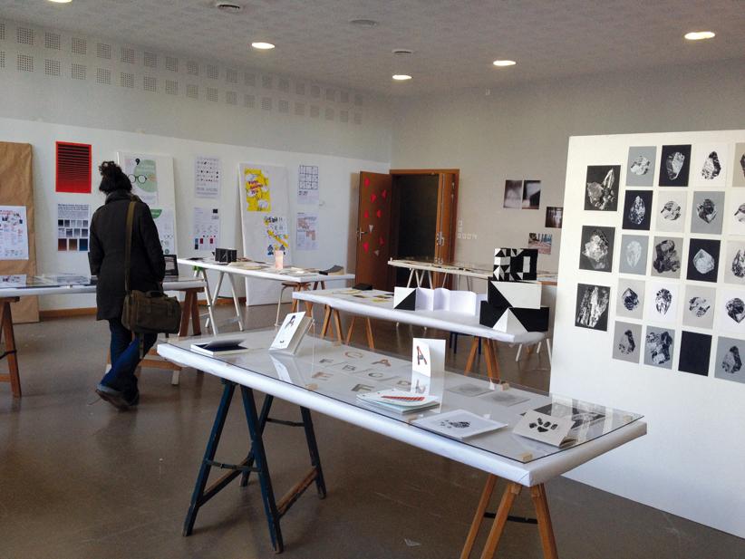"""Au premier plan, atelier """"Là où j'en suis"""", encadré par Tanya Rodgers et Thierry Weyd, troisième année design graphique"""