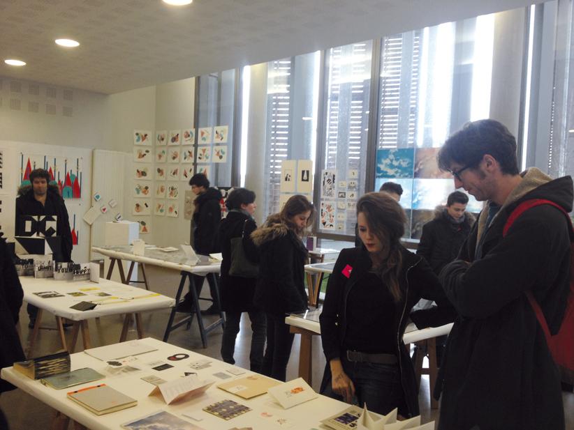 Atelier des étudiants de troisième année design graphique.