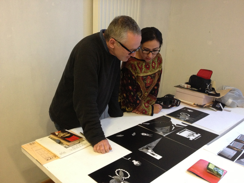 Paul Cox en entretiens avec Sonia Gabriel, étudiante de troisième année design graphique.