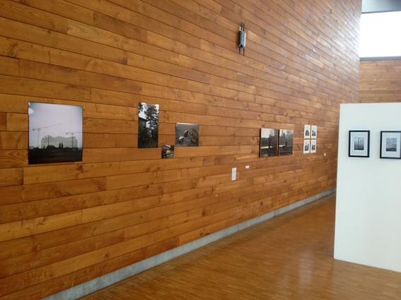 Vue de l'exposition après le retrait des panneaux de liège © Sarah Fouquet