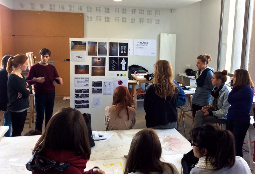 présentation d'une signalétique intérieure au bâtiment (Anaïs Fébrier, Tiffany Flecher-Moreau et Victor Guyomard)