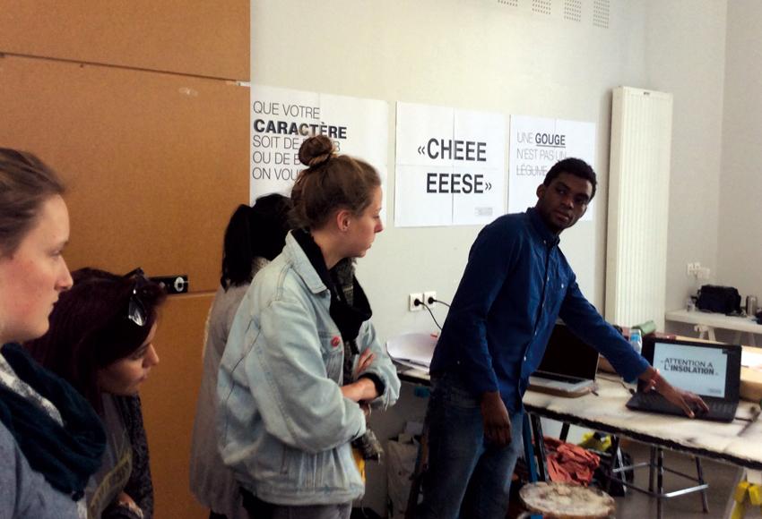 présentation d'une signalétique urbaine ( Léa Moulec, Stanley Obobogo, Pauline Querrien et Lucia Cerda)