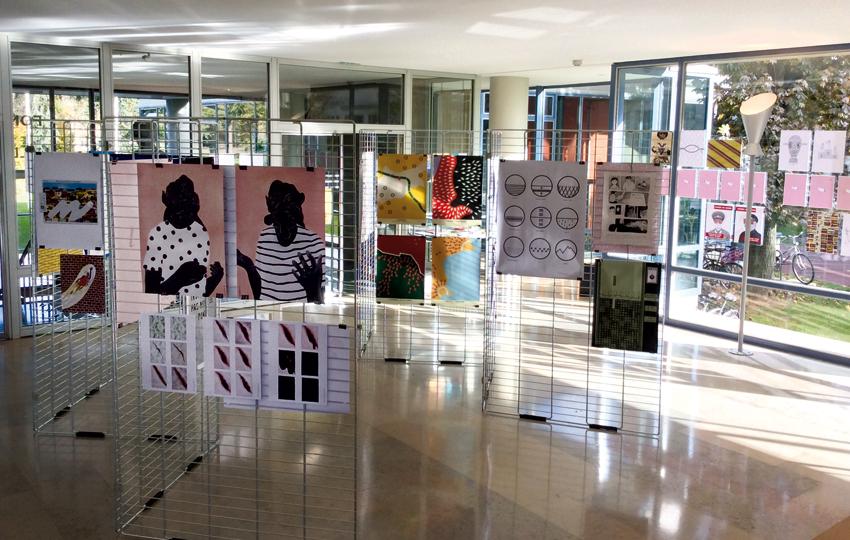 Vue de l'exposition dans le hall de la Maison Henrich Heine © Sarah Fouquet