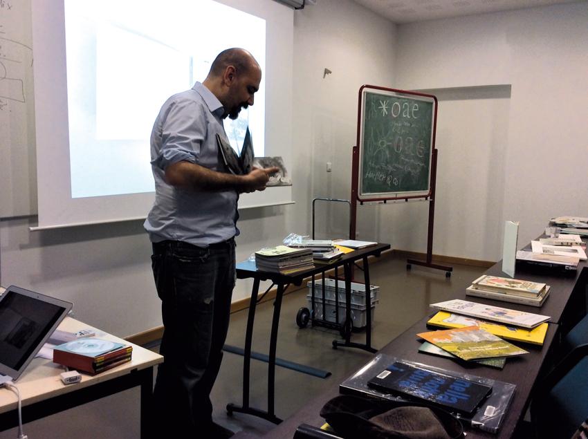 Pietro Corraini présentant son travail d'éditeur