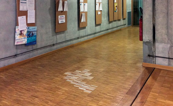 Signalétique directionnelle d'Anaïs Février, Tiffany Flecher et Victor Gyomard (réalisée suite au workshop avec Aurélie Gasche en octobre 2014) © Sarah Fouquet