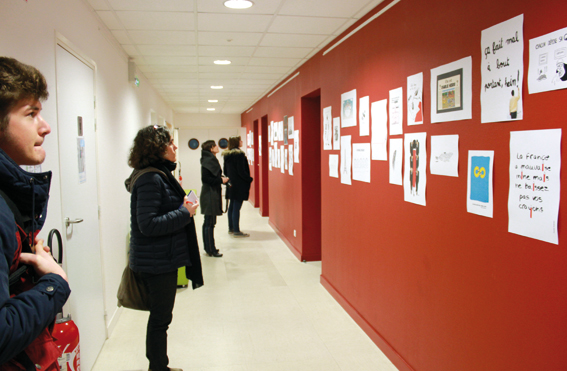 Durant le vernissage de l'exposition © photo d'Anne Guiot