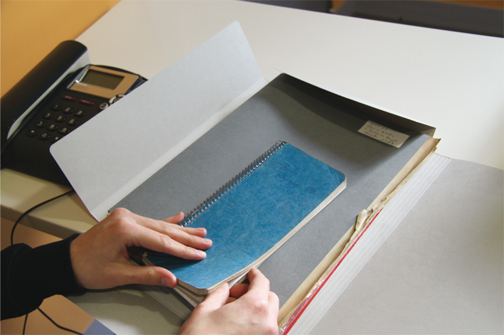 Consultation des archives de Pierre Joffroy © Anaïs Allias et Alexandra Martins-Pinto