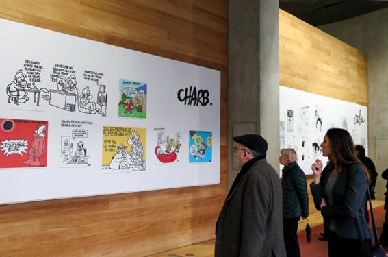 Panneau présentant les dessins de Charb © photo d'Anthony Deperraz